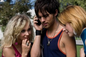 thomas-dekker-juno-temple-kaboom-movie-image-600x400