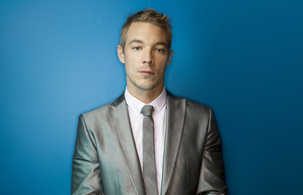Diplo-Suit